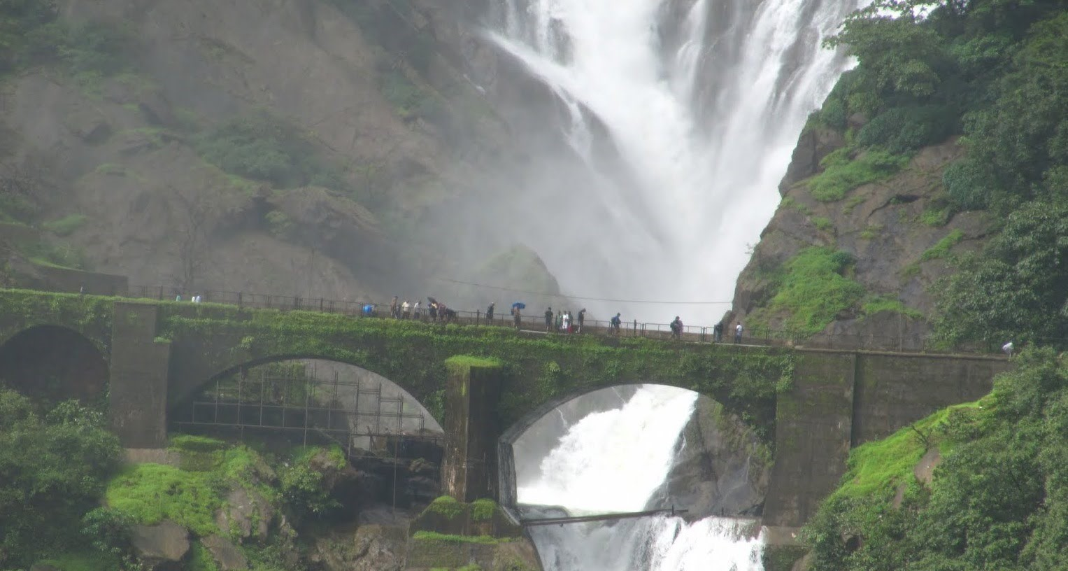 dudhsagar-waterfall-in-goa-image