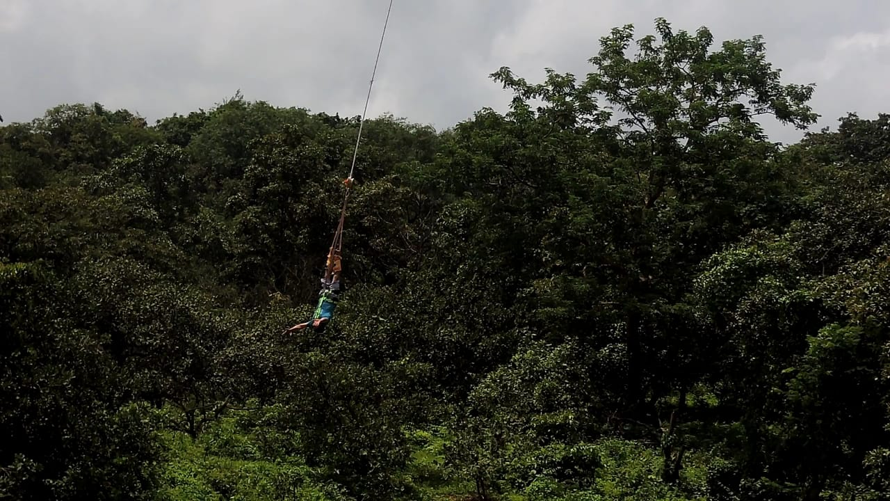 a-person-hanged-between-sky-and-earth-while-doing-bungee-jumping-in-goa
